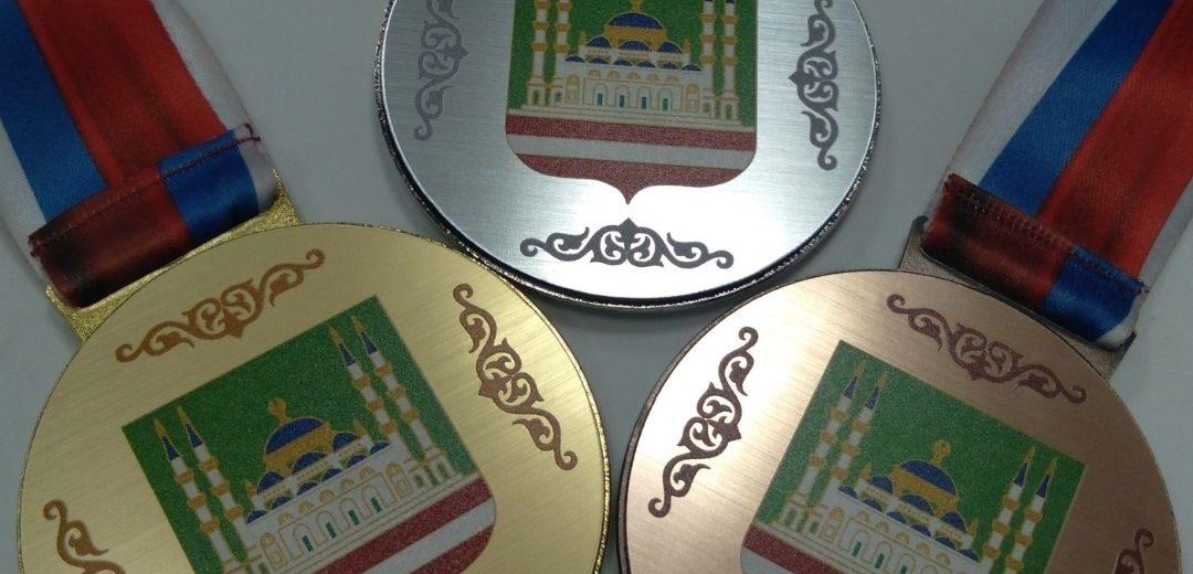 Медали для победителей в военно-патриотической игре